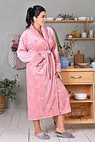 Женский длинный плюшевый халат цвета пудра батал, фото 3