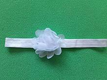Повязка для девочки белая - размер цветка 5,5см, размер универсальный (на резинке)