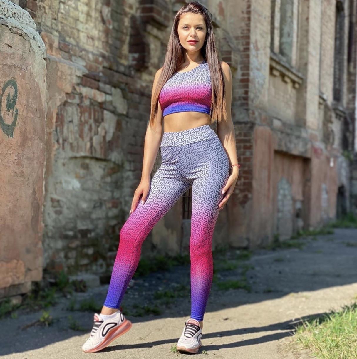Спортивный костюм для фитнеса с градиентом серо-малиновый