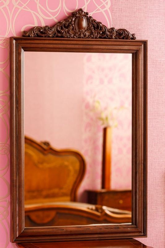 Код М-006.1. Зеркало в деревянной раме с резьбой Коллекция Фабио