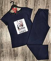 Пижамный комплект с рисунком футболка штаны.