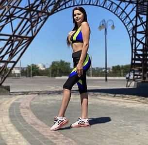 Костюм для фитнеса топ и бриджи черный с синими и желтыми полосками, фото 2