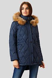 Женский зимний пуховик Finn Flare W18-32016-101 DownFil с натуральным мехом енота темно-синий