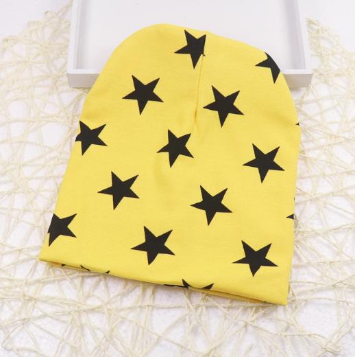Шапка со звездами трикотажная