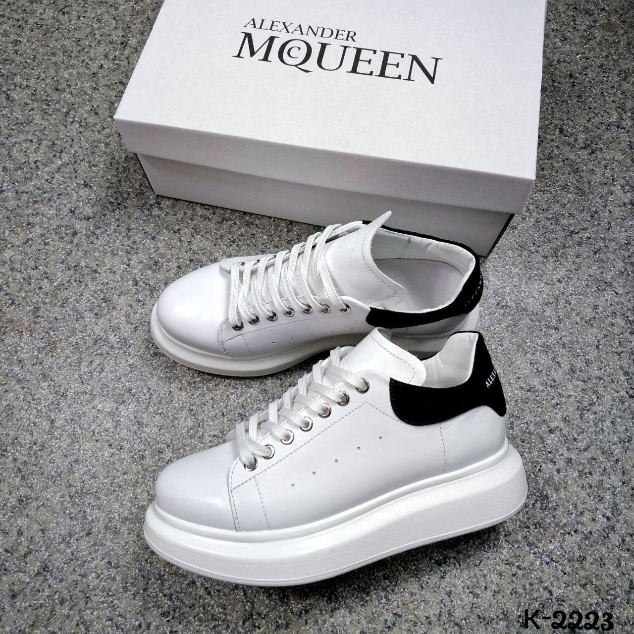 Кроссовки в стилеAlexander MQveen чёрная замшевая пятка  Цвет: белый натуральная кожа