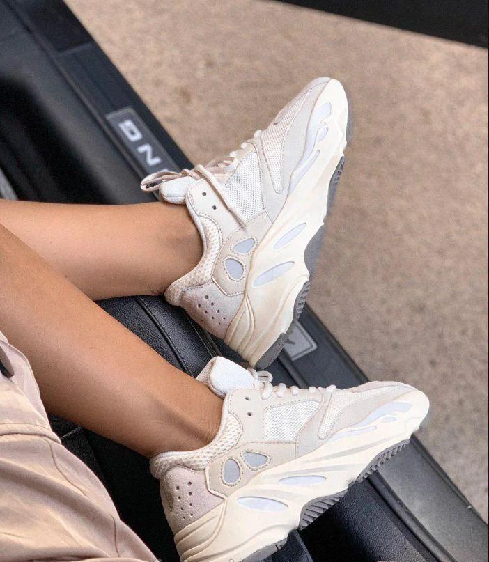 Женские кроссовки Adidas Yeezy Boost 700 Beige Analog в стиле Адидас Изи Буст БЕЖЕВЫЕ (Реплика ААА+)