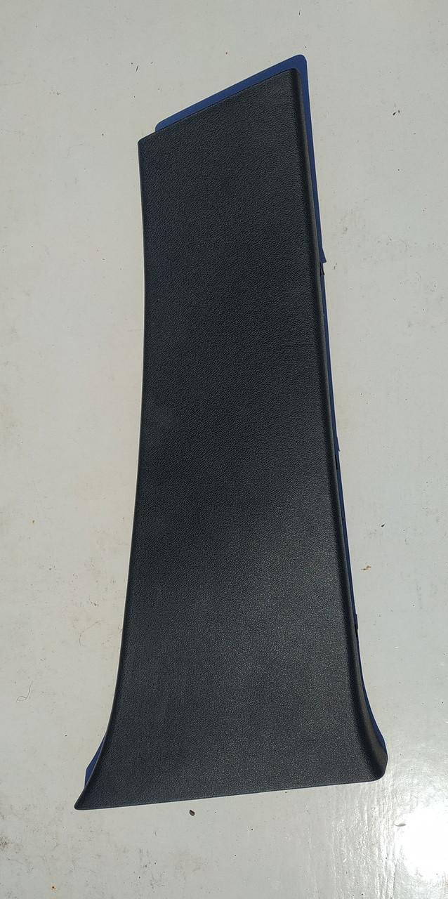 Накладка центральной стойки салона правая Рено Меган 3 б/у