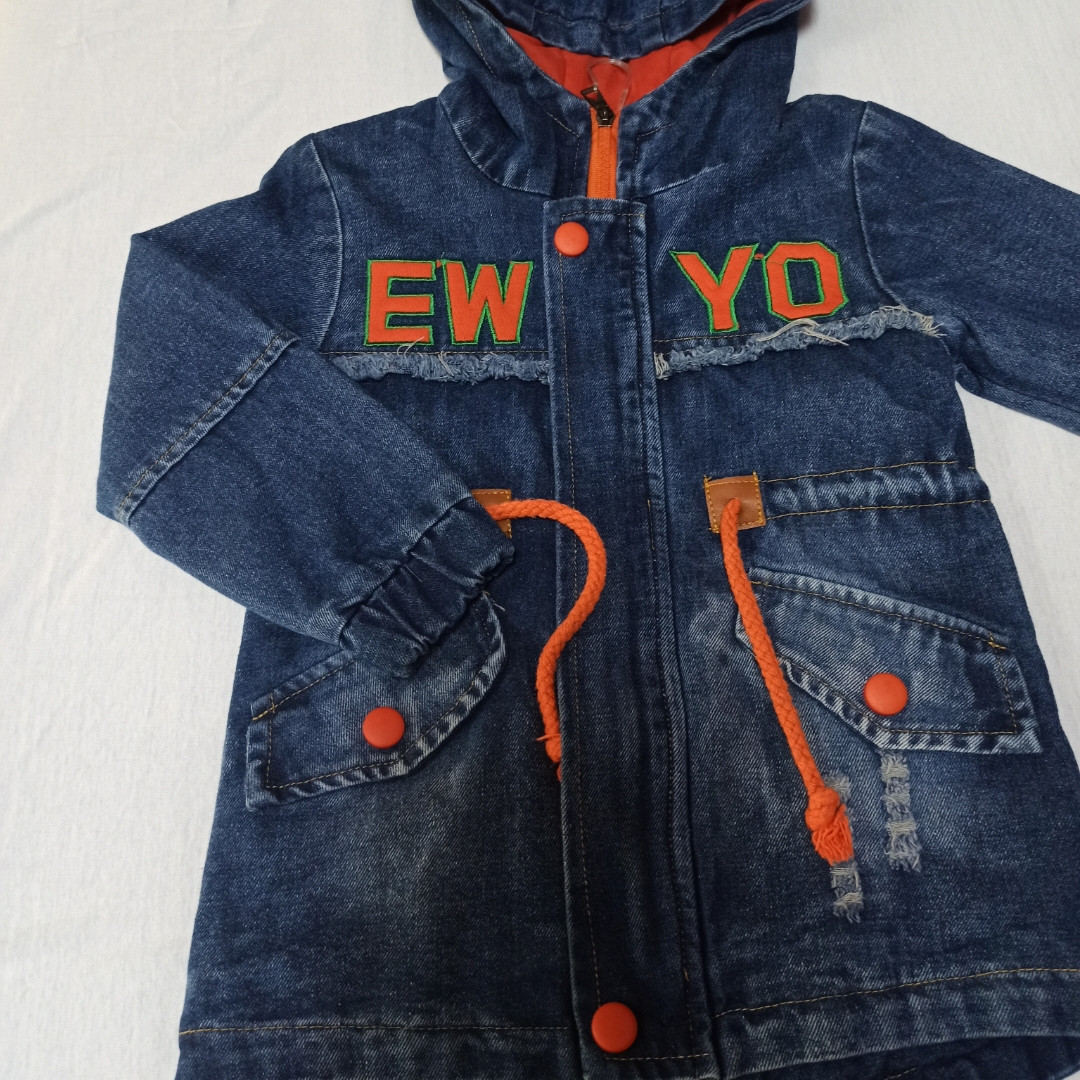 Куртка джинсова для хлопчика з капюшоном і кишенями.