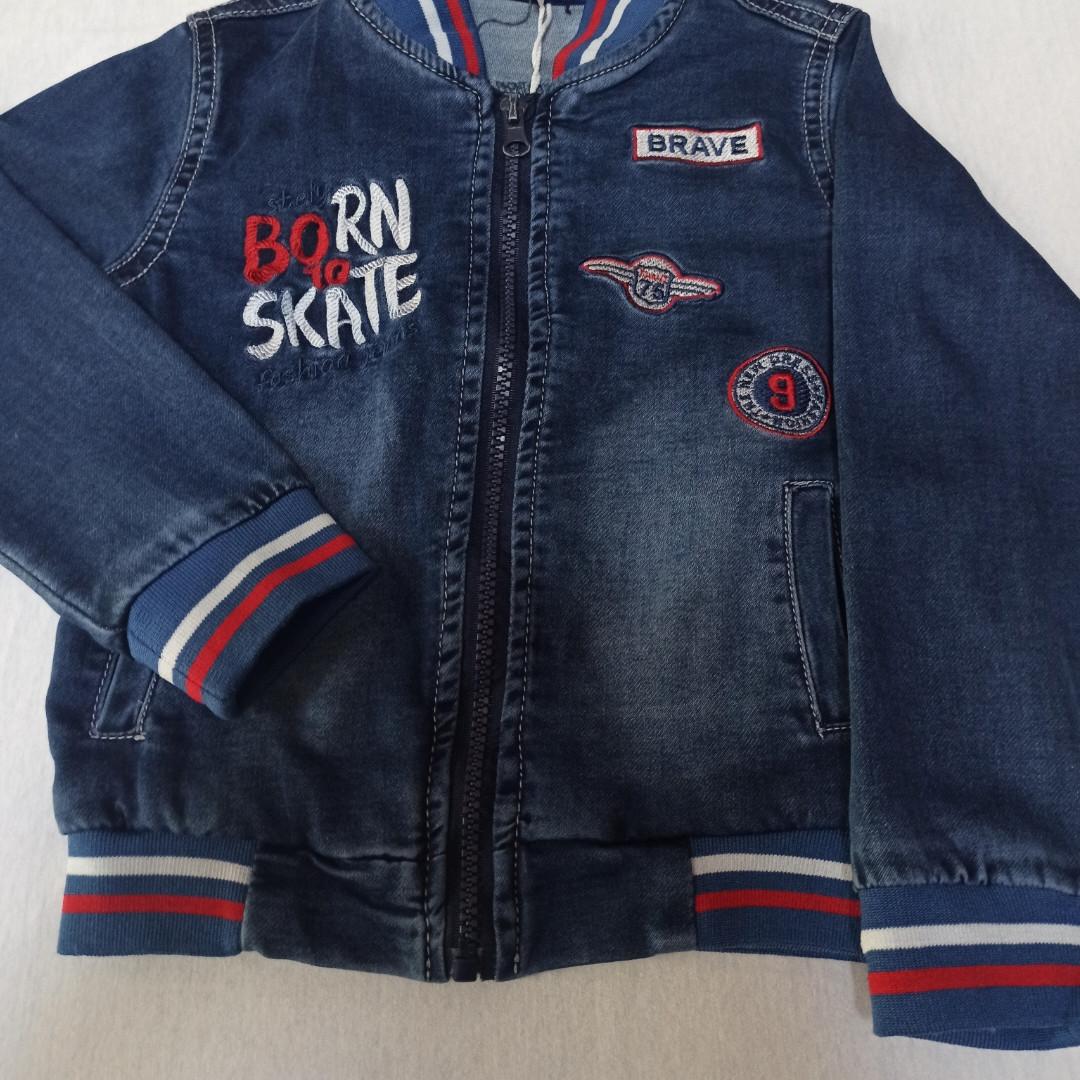 Куртка для мальчика джинсовая с карманами.