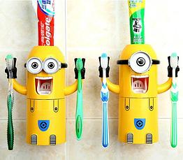 """Дозатор зубной пасты детский с подставкой для двух зубных щеток """"Миньон"""" Brush Holder"""