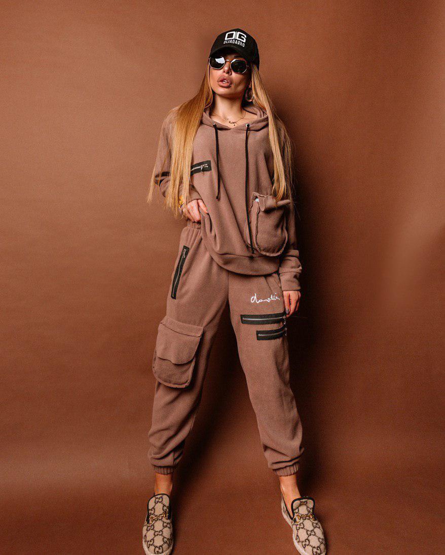 Женский теплый брючный костюм со свободной кофтой и штанами с накладными карманами 18101090
