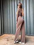Женский брючный костюм из трикотажа лапши с укроченным гольфом и брюками клеш 36101100, фото 6