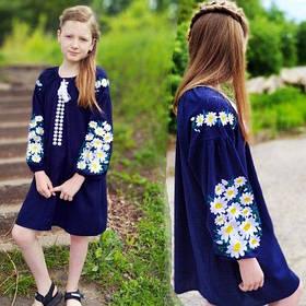 Дитяче вишите плаття на синьому льону