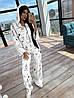 Женский принтованный костюм тройка с брюками клеш, топом и свободной мастеркой на молнии 66KO1096Q
