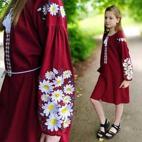 Дитяче вишите плаття на бордовому льон