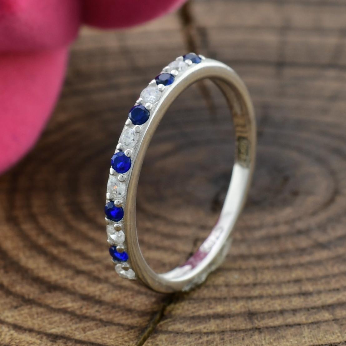 Серебряное кольцо ТС510168 вставка синие фианиты вес 1.2 г размер 15.5
