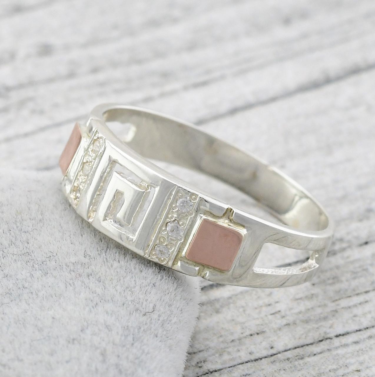 Серебряное кольцо с золотом Цезарь вставка белые фианиты вес 2.72 г размер 22