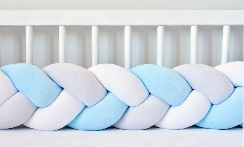 Бортик в кроватку Хатка Косичка Белый-Голубой-Пепельный