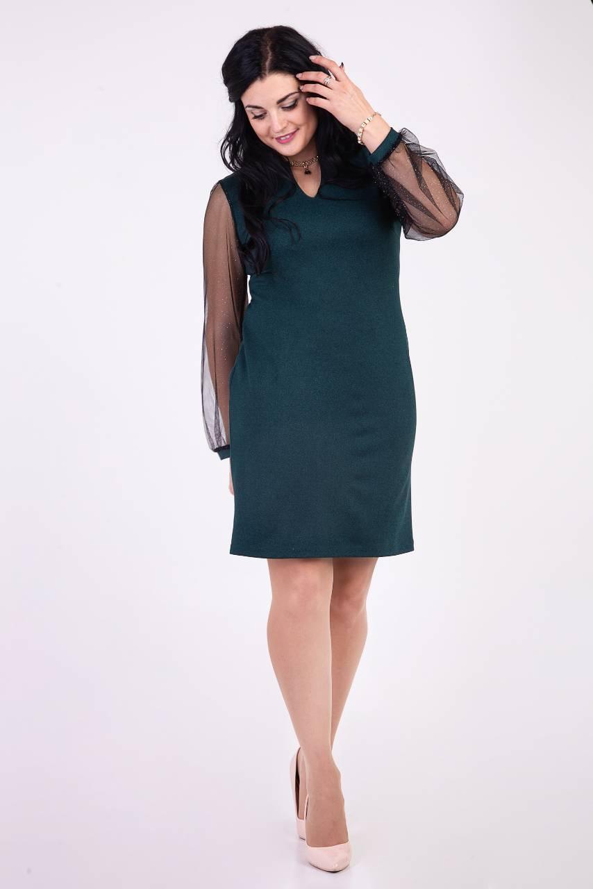 Оригінальне плаття темно-зеленого кольору прикрашене кулоном