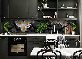 Виниловый кухонный фартук Ромашки и черные Камни виниловая наклейка скинали ПВХ цветы на черном фоне 600*2500