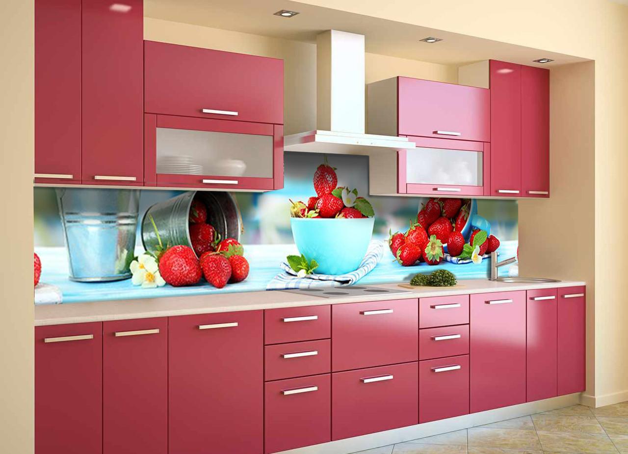 Виниловый кухонный фартук Земляника (декоративная пленка наклейка скинали ПВХ) красные ягоды Голубой 600*2500 мм