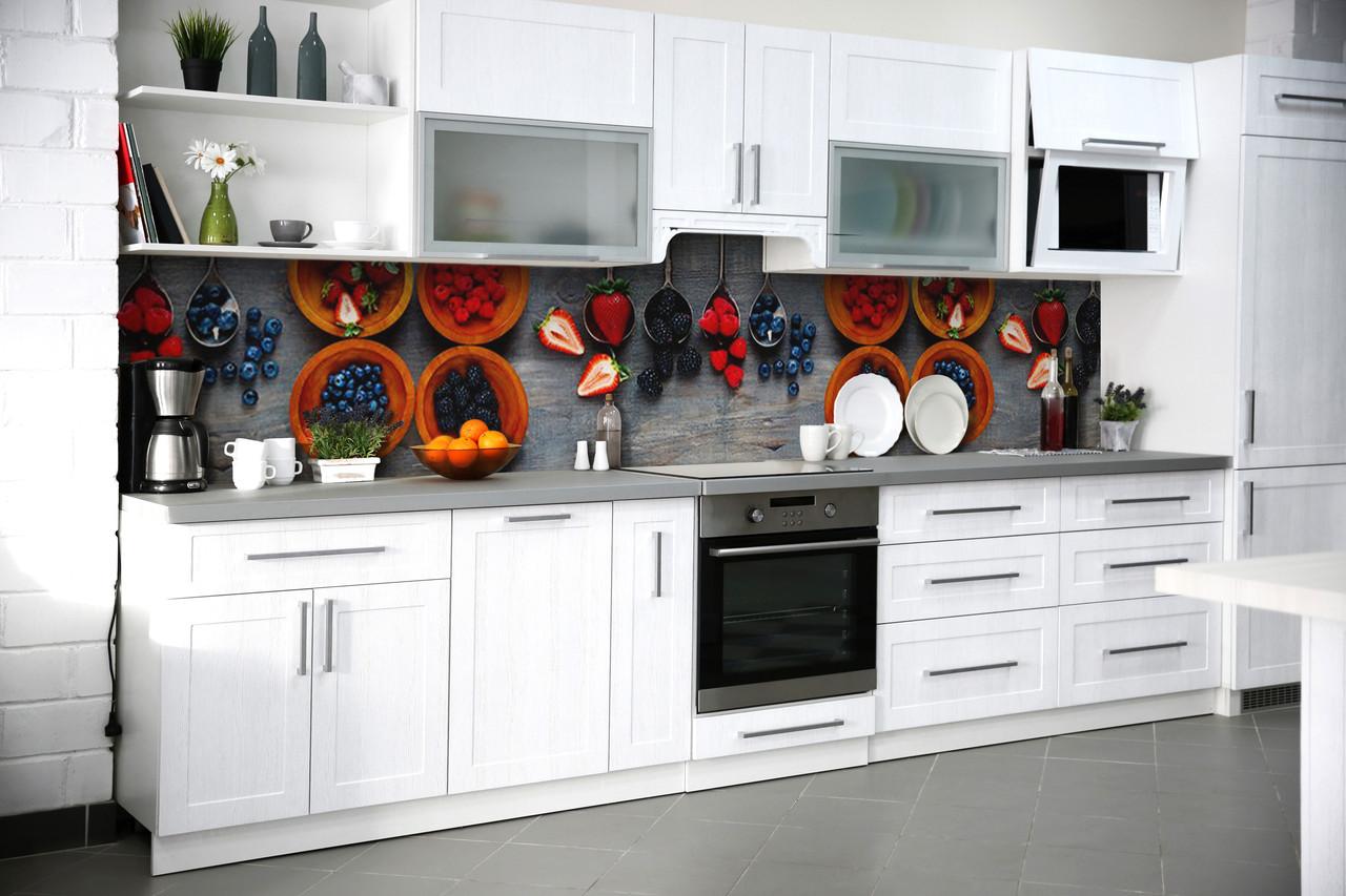Виниловый кухонный фартук Лесные ягоды (виниловая наклейка скинали ПВХ) натюрморт клубника черника Серый 600*2500 мм
