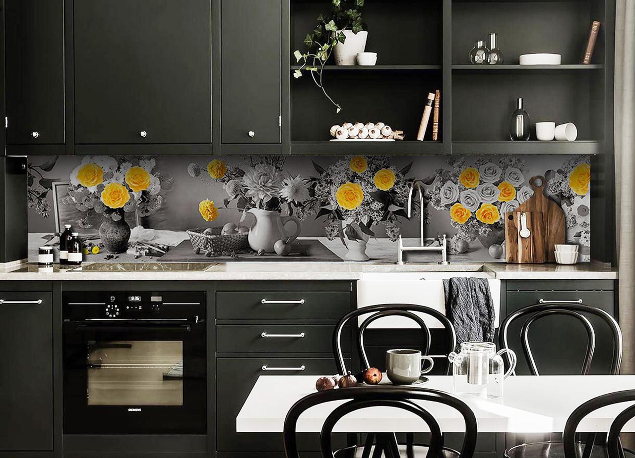 Виниловый кухонный фартук Желтый акцент (декоративная пленка наклейка скинали ПВХ) розы цветы кувшины Серый 600*2500 мм