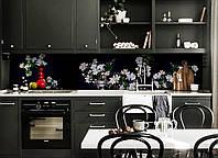 Кухонный фартук Пышные букеты (виниловая пленка наклейка скинали ПВХ) белые Цветы на черном фоне 600*2500 мм, фото 1