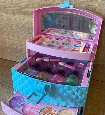 Набор детской косметики для макияжа и маникюра в шкатулке