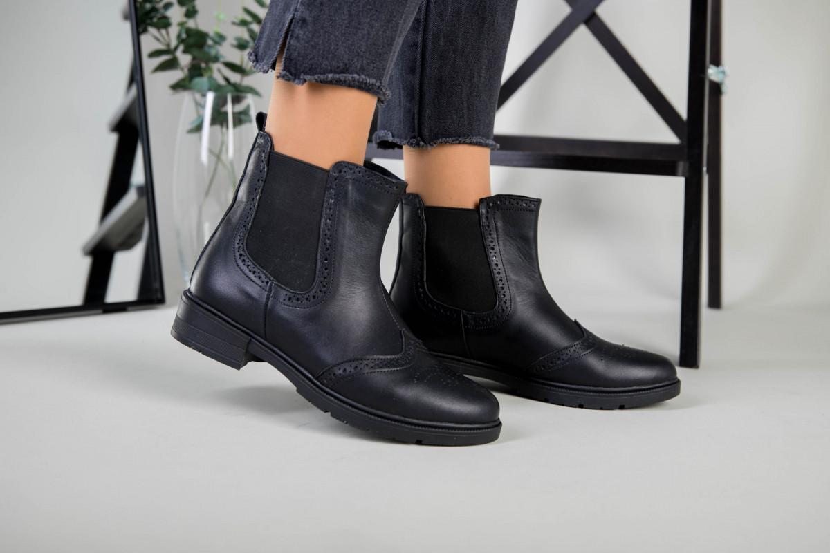 Жіночі зимові чорні шкіряні черевики на гумці