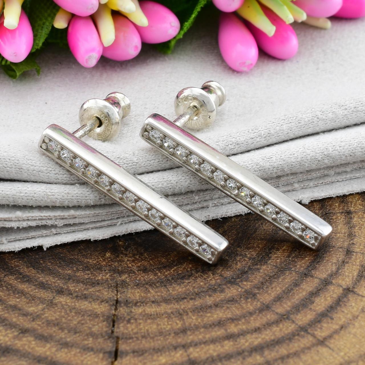 Серебряные серьги гвоздики размер 20х2 мм вставка белые фианиты вес 1.75 г