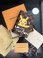 Обложка для паспорта Louis Vuitton коричневого цвета рисунок Пикачу|Обложка для документов коричневая ЛВ