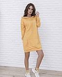 Горчичное трикотажное платье в спортивном стиле, фото 2
