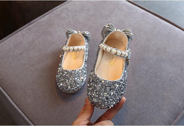 Туфли  нарядные детские  на девочку серебро с бантиком  23-26 р.