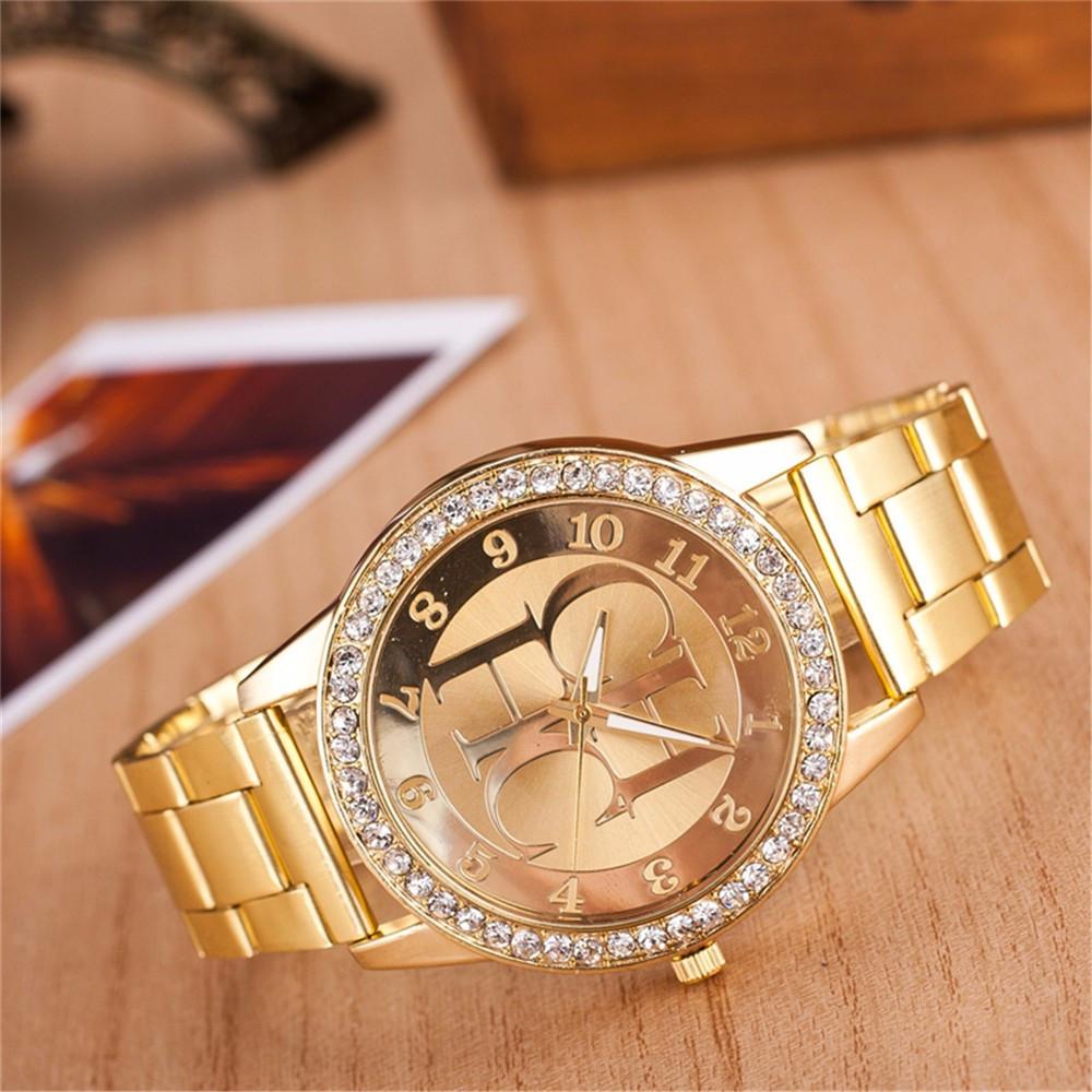 Женские наручные часы с золотистым браслетом код 529