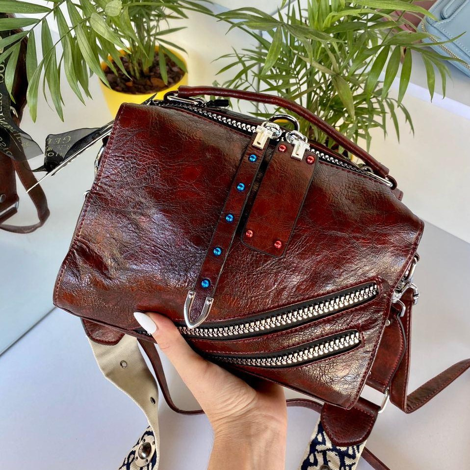 Женская сумка Valery с широким ремешком коньячная СВ95