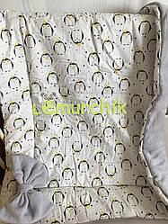 Флисовый плед-конверт с декоративным бантиком 100х80 см, серый с пингвинами