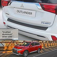 Пластикова захисна накладка на задній бампер для Mitsubishi Outlander 2015+