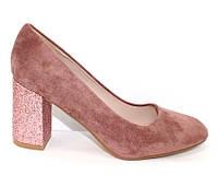 Женские туфли на устойчивом каблуке со стразами цвета пудра