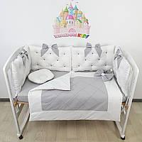 Комплект премиум бортиков и постельного в кроватку в серо-белом цвете с подушками, прошитыми бусинками