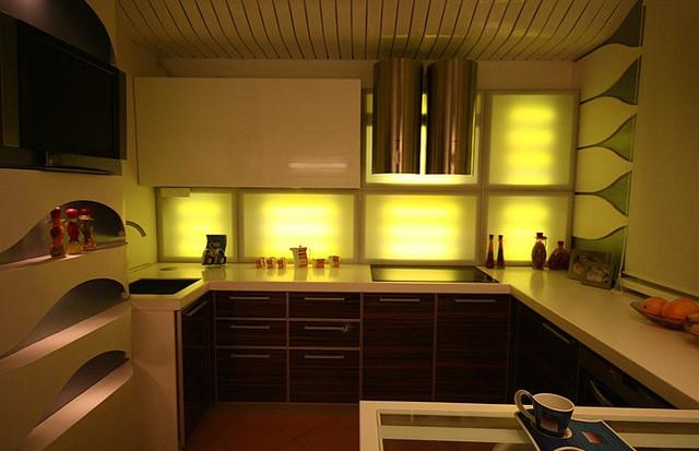 кухонное освещение желтого цвета