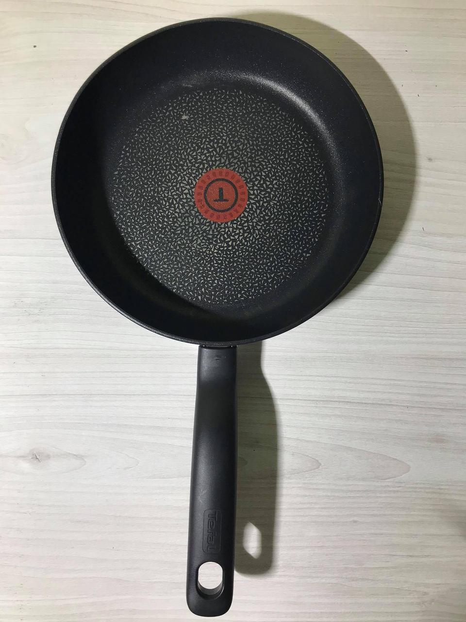Сковорода Tefal 23.5см  діаметр