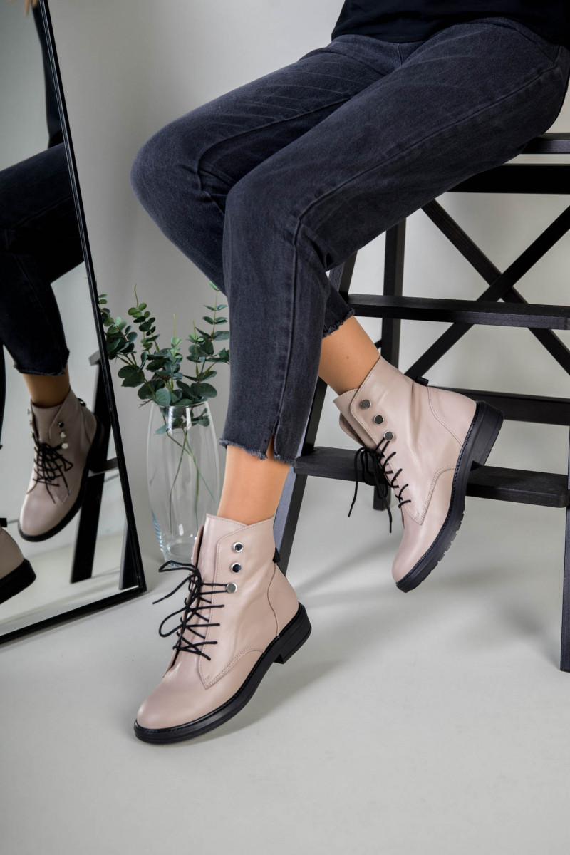 Жіночі демісезонні бежеві шкіряні черевики на шнурівці