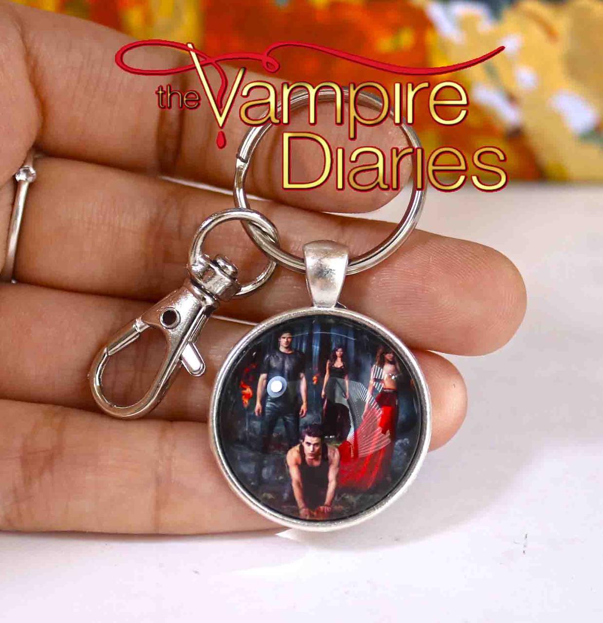 Брелок Дневники Вампира Vampire Diaries с главными героями сериала