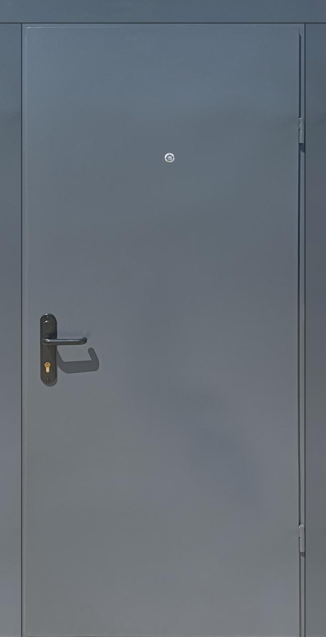 Металлические противопожарные входные двери Техно 2 утепленные на улицу и в тамбур серые (RAL 7024)