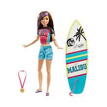 Кукла Барби Скиппер серфинг Barbie Dreamhouse Adventures Skipper Surf Doll