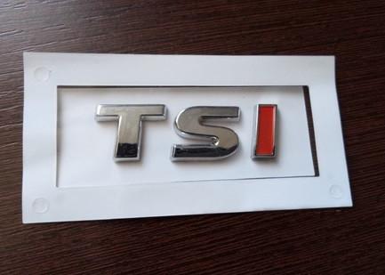 Шильдик надпись TSI хром+красный на крышку багажника