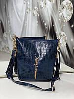 Женская сумка мешок на плечо вместительная синяя модная с кисточками под рептилию экокожа, фото 1
