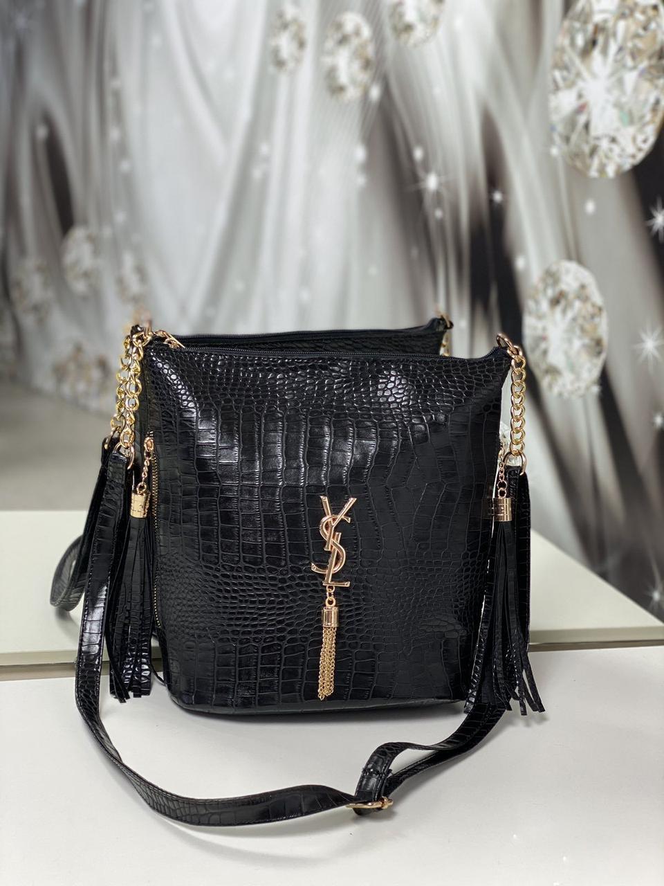 Женская сумка мешок на плечо вместительная черная модная с кисточками под рептилию экокожа