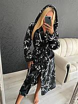 Теплый женский длинный махровый халат с капюшоном черного цвета, фото 3